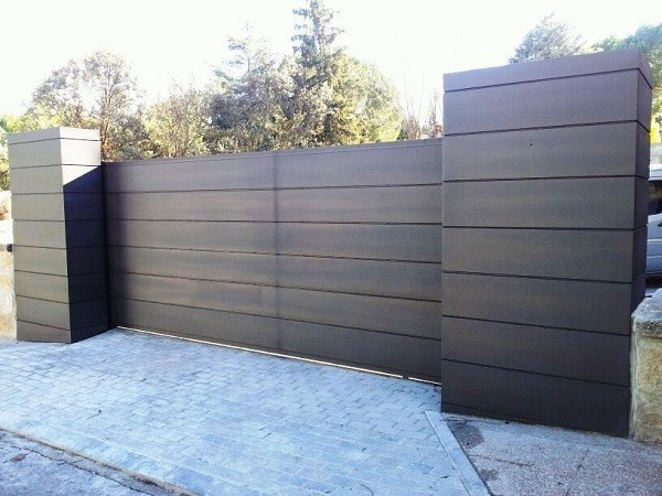 Puerta con mandos de garaje